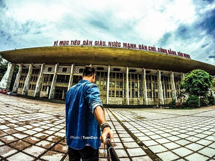 Cung Văn hoá Lao động Hữu nghị Việt - Xô nằm tại 91 phố Trần Hưng Đạo, quận Hoàn Kiếm, Hà Nội, Việt Nam là một công trình kiến trúc, văn hóa dành cho các buổi biểu diễn nghệ thuật, các hội nghị khoa học, triển lãm...