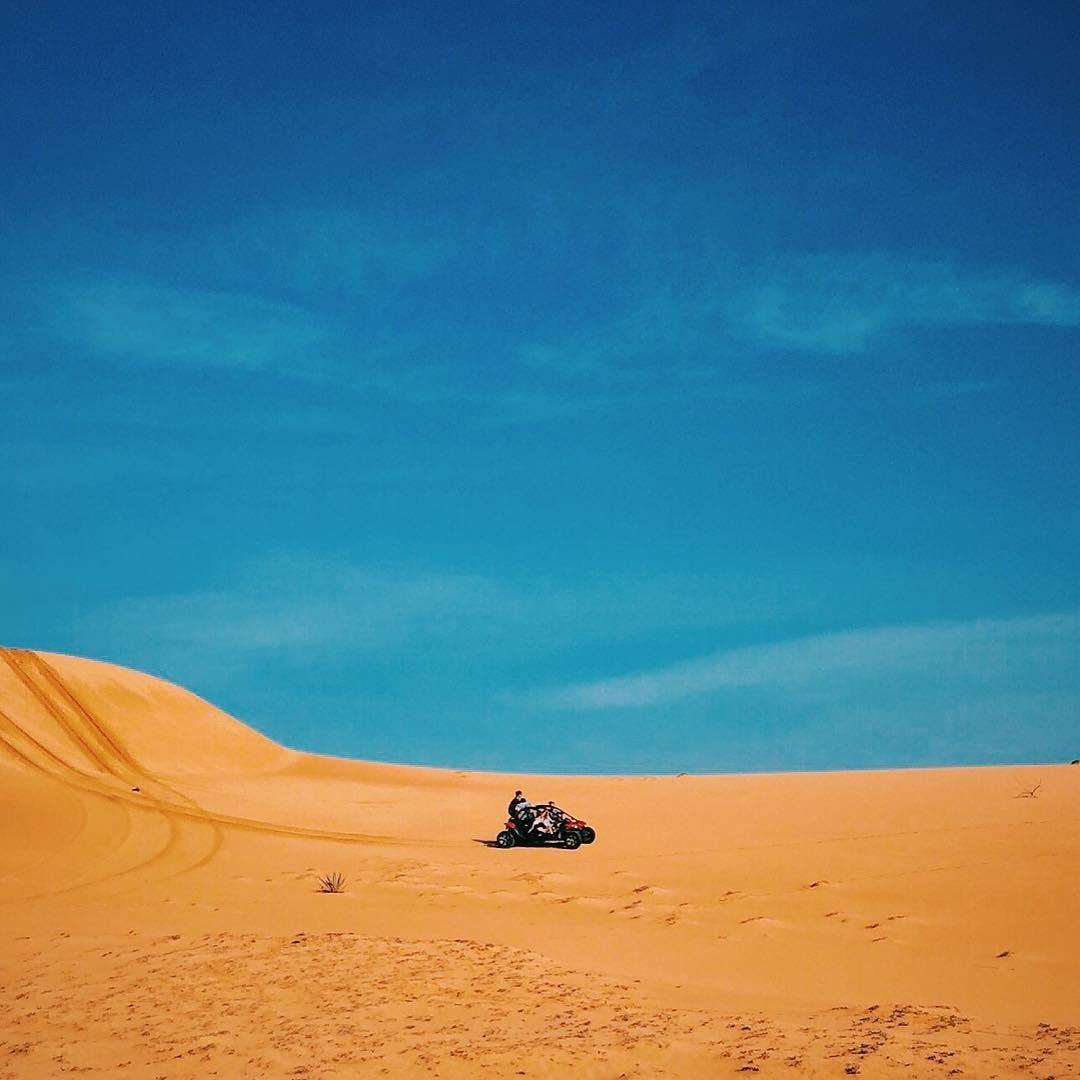 Nắng đỏ vàng cả cát