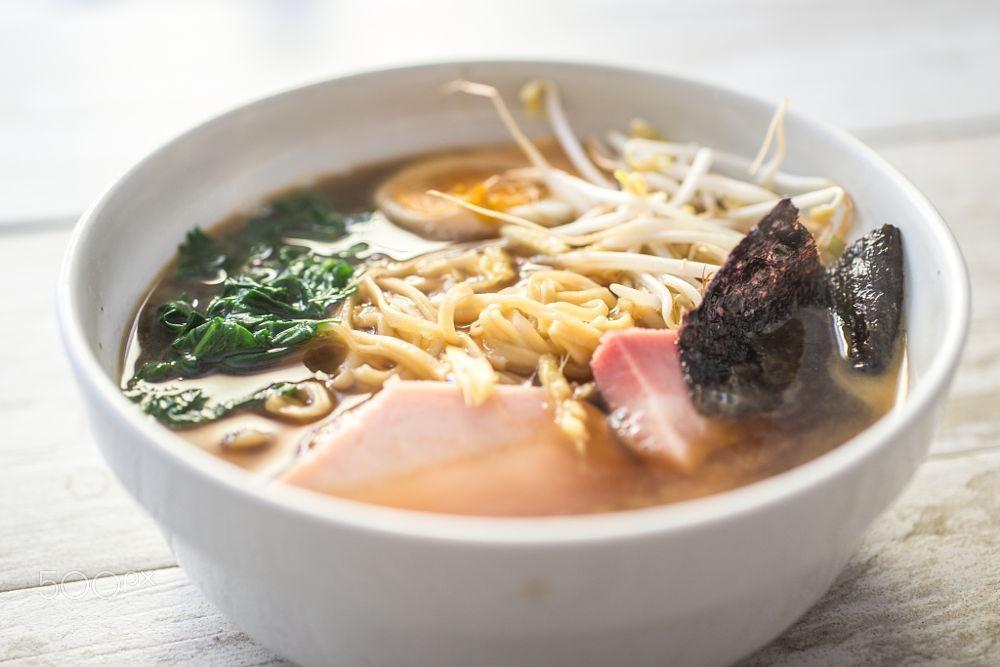 Súp Miso thường được làm nước dùng cho mì Ramen
