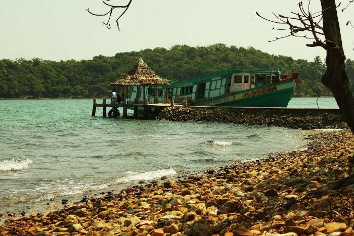 Những câu chuyện xa xưa in hằn lên bóng đảo.