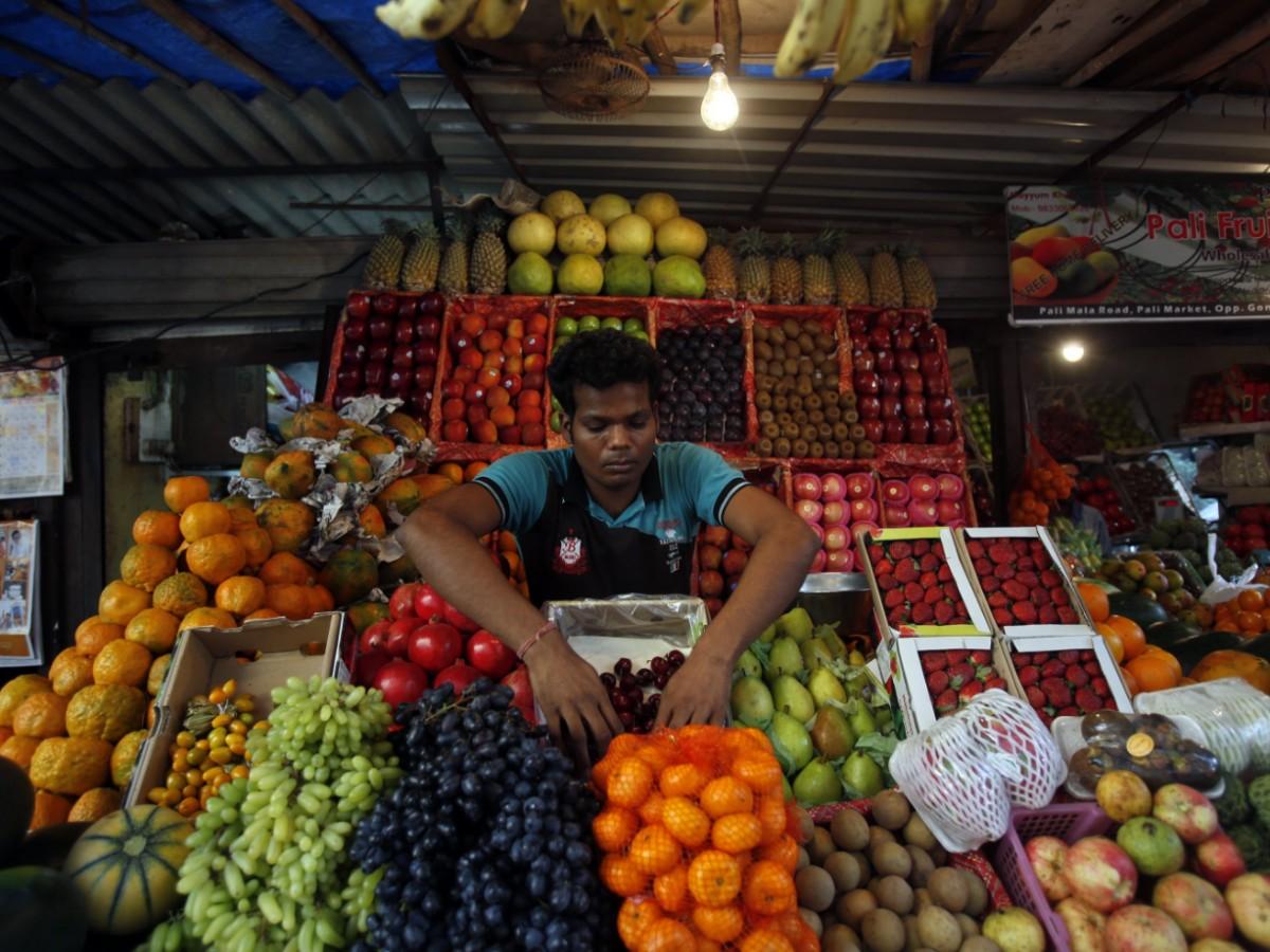 An toàn nhất là ăn rau củ nấu chín, trái cây gọt vỏ