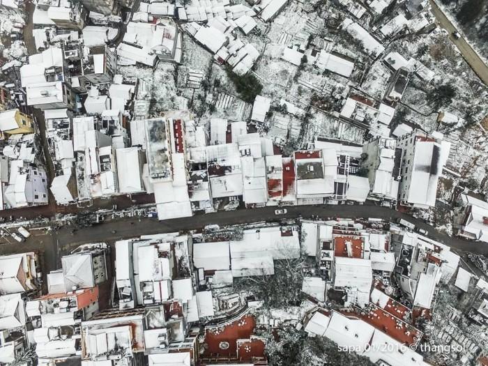 Thị trấn mùa đông nhìn từ trên cao - Ảnh: Thắng Thế Lê