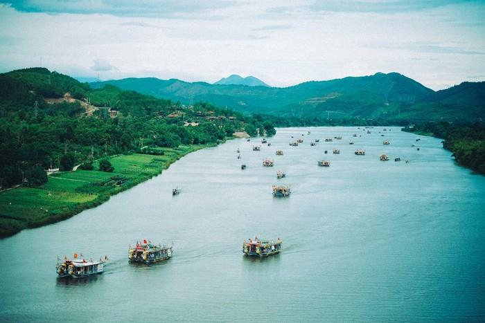 Dòng sông Hương hiền hòa dịu ngọt