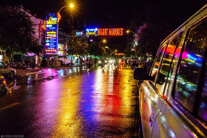 Tôi bắt đầu khám phá chợ đêm Siem Reap