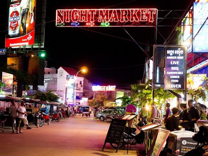 Ở chợ đêm này, hầu như bạn muốn gì cũng có