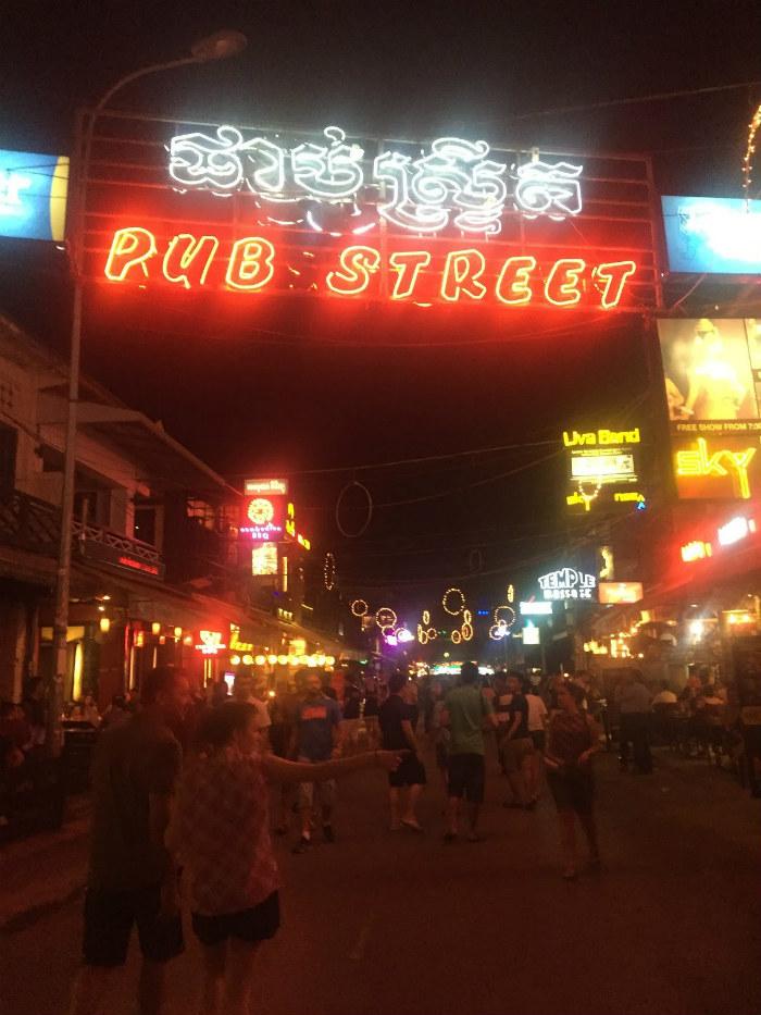 Phố Pub Street khiến ai cũng phải lắc lư, nhún nhảy theo điệu nhạc