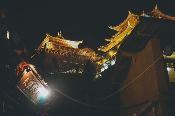 Lệ Giang cổ trấn về đêm