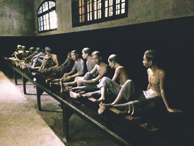 Những bức tượng người tù chính trị ám ảnh tại nhà tù Hỏa Lò