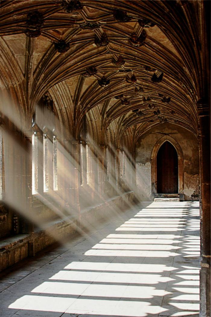 Heo hút đến rợn người dãy hành lang Hogwarts