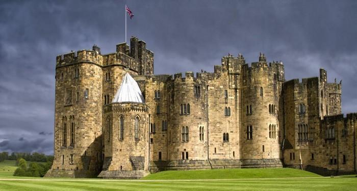 Sừng sững lâu đài Hogwarts