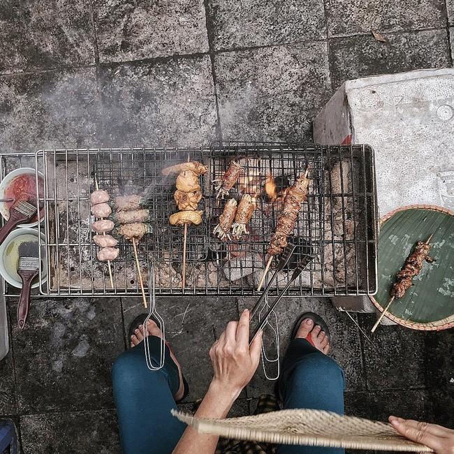 Thịt xiên nướng - Thịt xiên nướng Sapa / Số 2 Thanh Hà, gần Ô Quan Chưởng. Giá: 10.000.