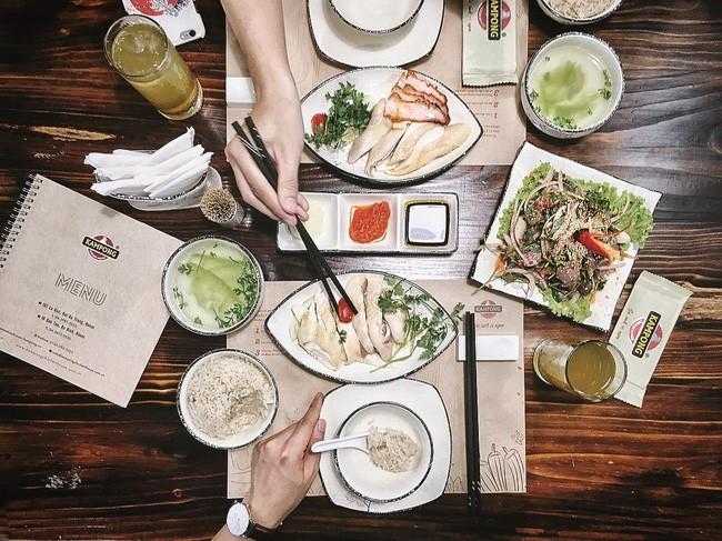 Cơm gà Hải Nam - Cơm gà Kampong / 107 Lò Đúc. Giá: 90.000.