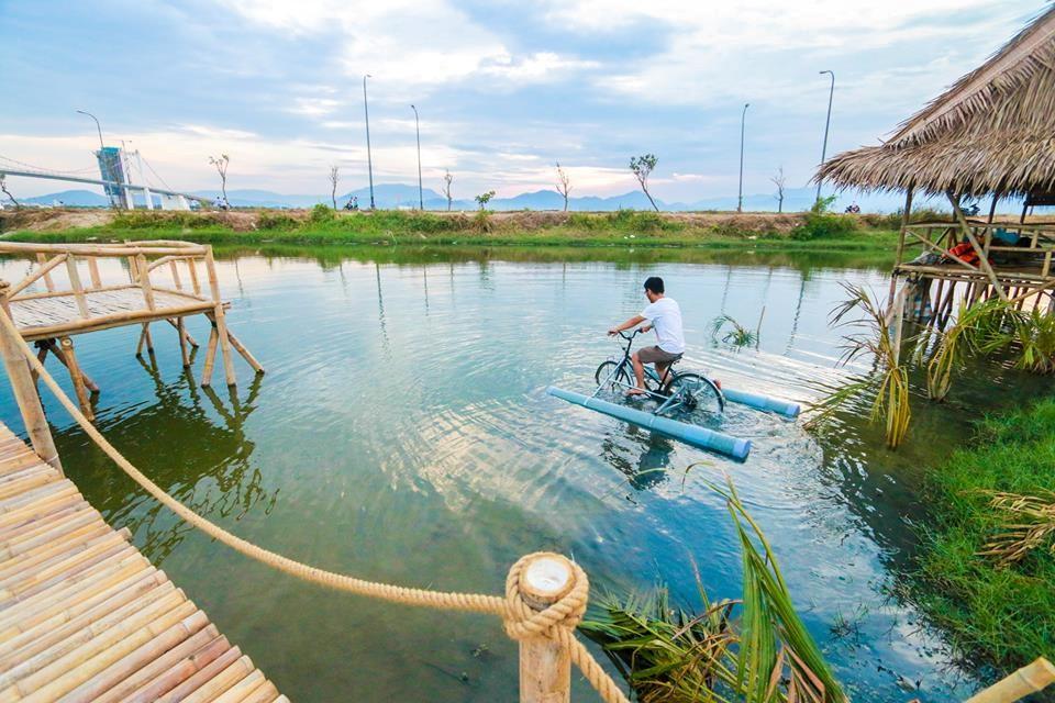 Thú vị với trò chơi xe đạp nước