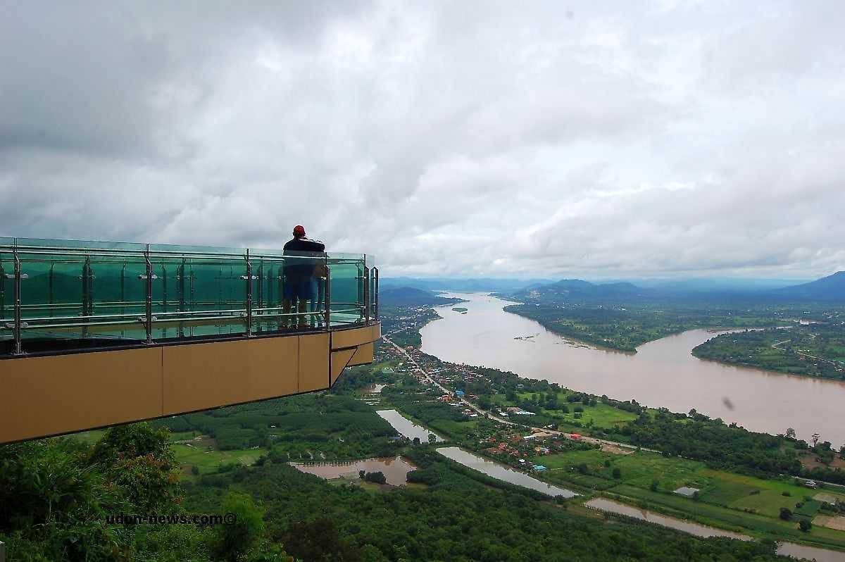 Isan là cách gọi của vùng đông bắc Thái Lan, được bao quanh một phần bởi sông Mekong.