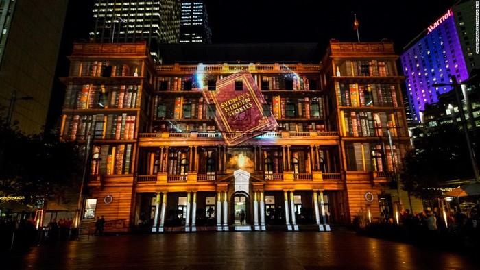 Custom House là một công trình lịch sử của thành phố cảng Sydney, được xây dựng vào năm 1844 - 1845 gần khu vực Circular Quay.