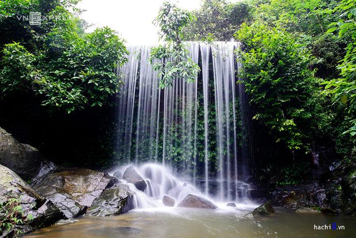 Ngoài hệ thống thác tự nhiên còn có cả những con thác nhân tạo rất đẹp. Không chỉ thu hút du khách tham quan, đây còn là lựa chọn cho những tay máy yêu thiên nhiên.