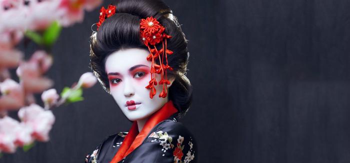 Vào thời hoàng kim của mình, các geisha là người tạo nên xu hướng thời trang và phụ nữ Nhật thường lấy họ làm chuẩn mực về cái đẹp.