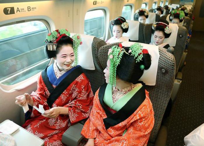 Nhiều người nghĩ rằng geisha chỉ xuất hiện tại những căn phòng khép kín và chỉ ở Nhật Bản.