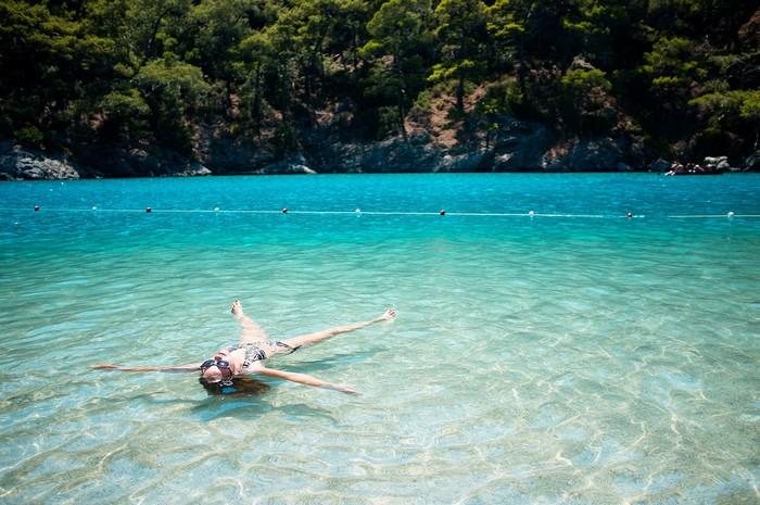 Thỏa thích ngâm mình trong làn nước trong xanh