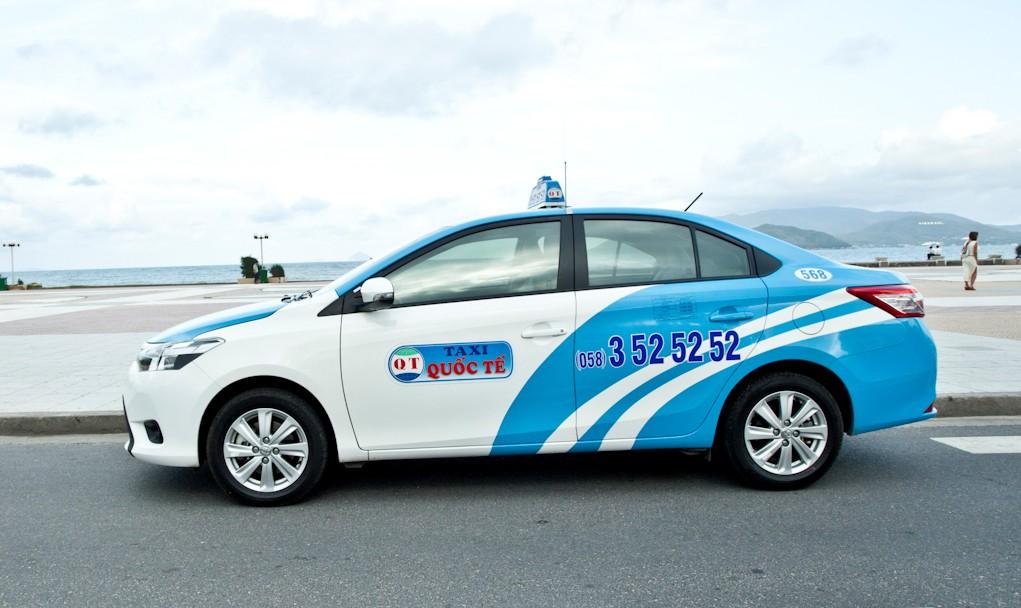 Taxi cũng là một phương tiện di chuyển khá thuận tiện ở Nha Trang