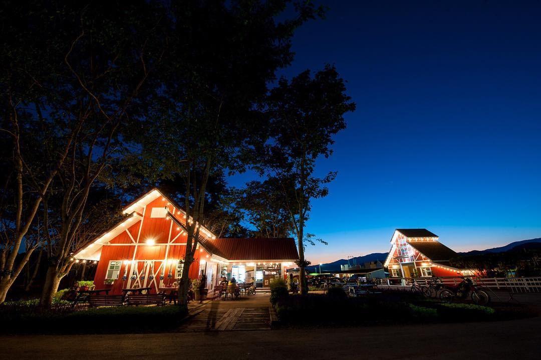 Trang trại Singha Park vào ban đêm