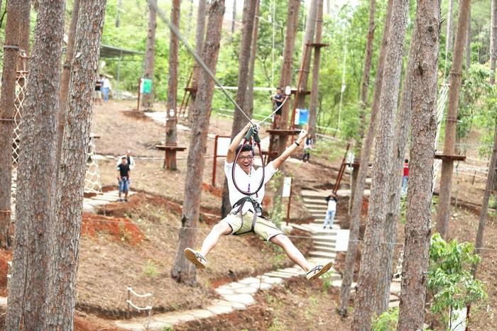 Hóa thân thành Tarzan đu dây mạo hiểm với những đường trượt zipline