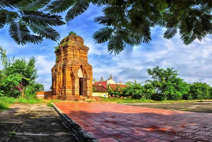 Tới Phan Thiết là phải ghé Lầu Ông Hoàng và cụm tháp Pôshanư