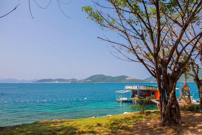 Bạn còn có cơ hội thăm Hòn Tằm với những bãi biển đẹp nổi danh
