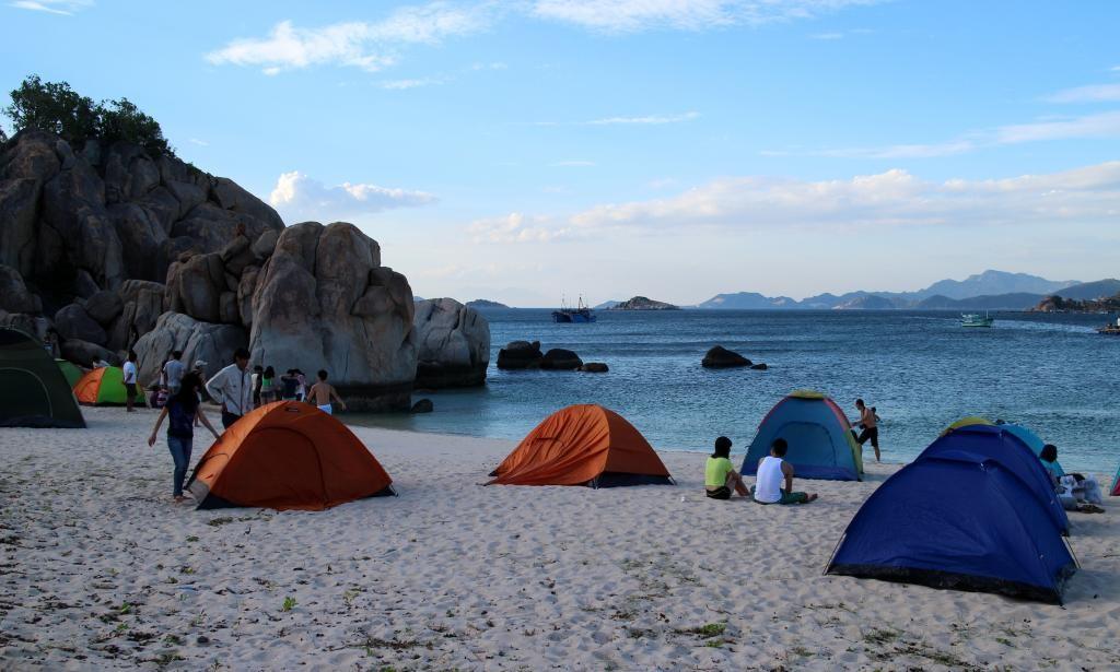 Cắm trại qua đêm trên biển, một cảm giác cực kỳ thú vị