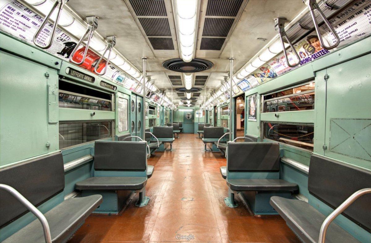 Khi hệ thống tàu điện ngầm New York phát triển hơn, ghế ngồi được bọc vải thay nhựa.