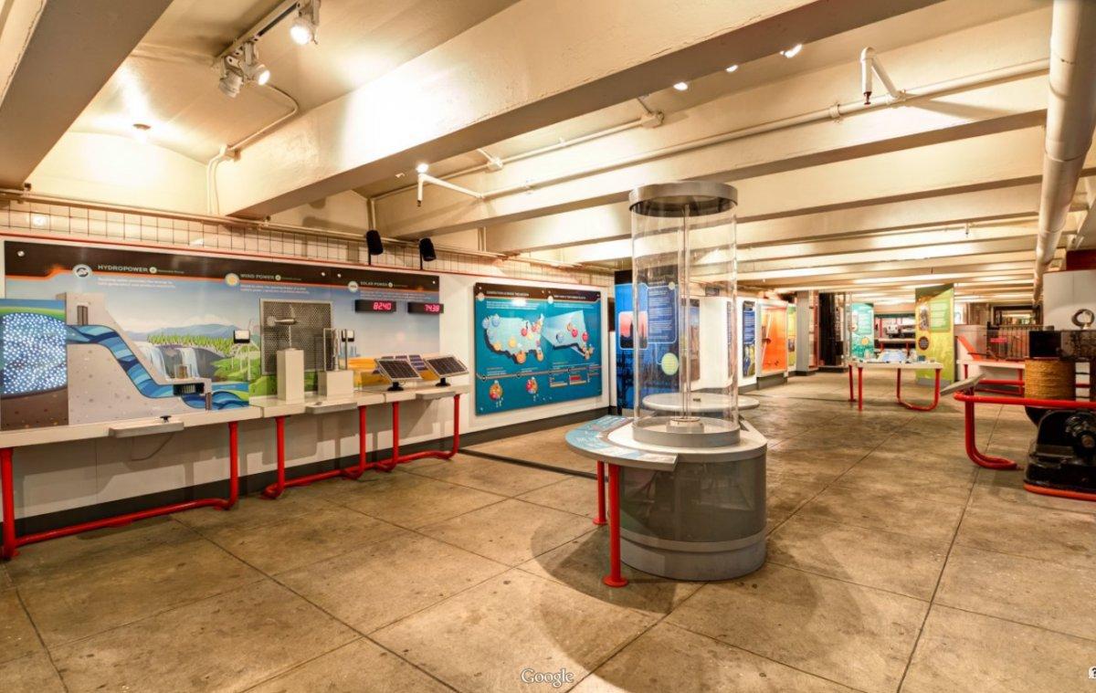 Một khu vực trong bảo tàng trưng bày rất nhiều hiện vật, thông tin về lịch sử của tàu điện ngầm.