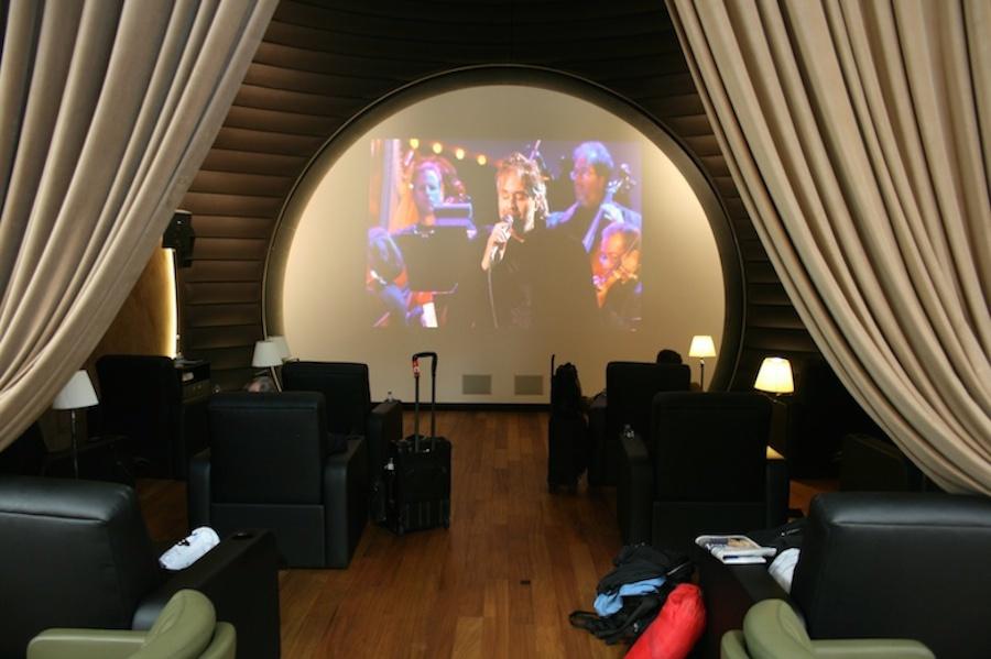 Phòng dành riêng cho những hành khách thích giải trí bằng phim ảnh hay ca nhạc. Những bộ phim mới luôn được cập nhật từng ngày.