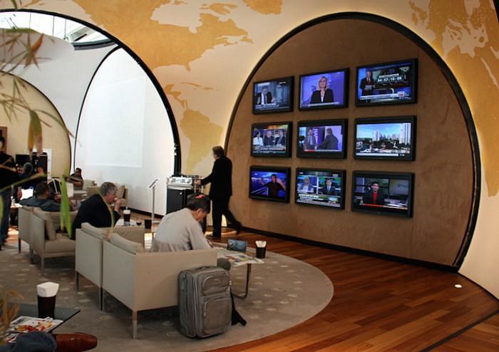 Nơi cập nhật các bản tin thời sự. Hành khách có thể chọn kênh mình muốn xem tùy thích.