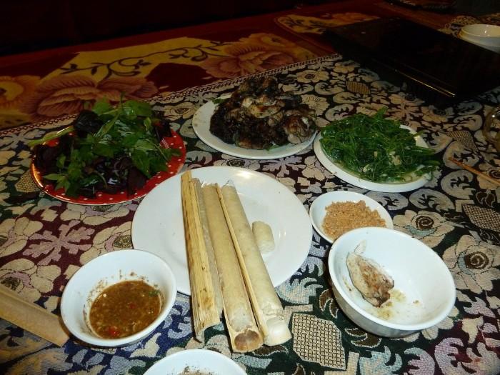 Du khách cũng nên thử cơm lam khi đến Sapa