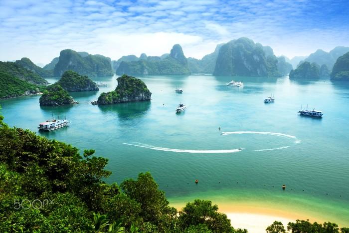 Vịnh Hạ Long - món quà quý giá của tạo hóa ưu ái dành tặng đất Việt