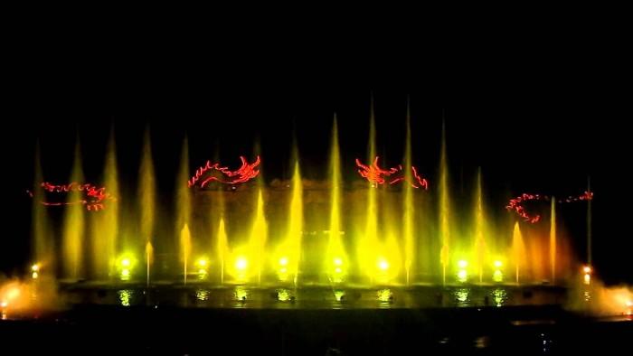 Khu trình diễn nhạc nước Tuần Châu cũng luôn có những buổi diễn đầy sôi động