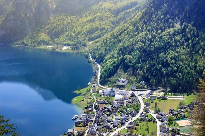 Ngôi làng xinh đpẹ nhìn từ trên cao