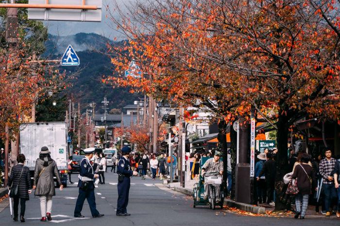 Thu về trên cả những con phố hiện đại - Ảnh: Lê Nhâm Quý