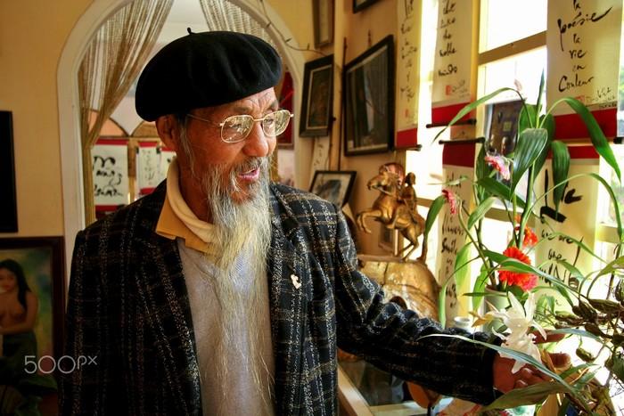 Nụ cười hiền của cụ già. Ấy, cái chân tình mộc mạc ở Đà Lạt