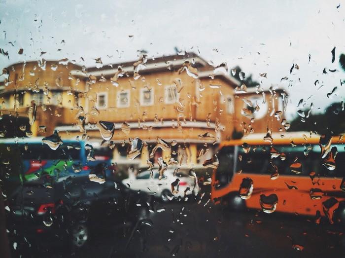 Đôi khi còn có những cơn mưa rả rích bất chợt