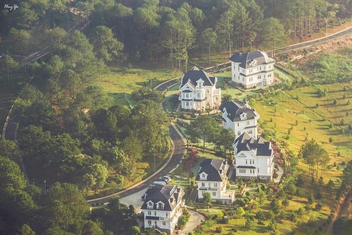 Không gian tuyệt đẹp ở Sacom Resort được nhìn từ trên cao