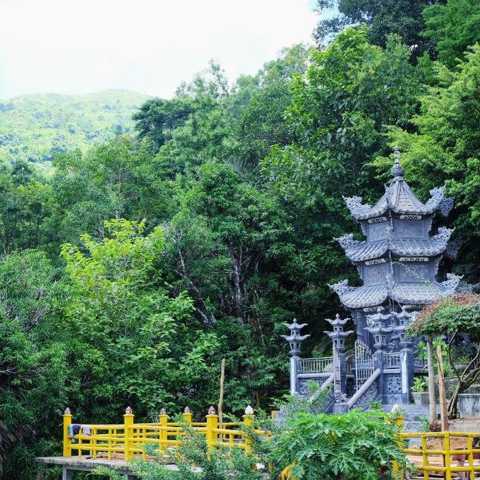 Ghé viếng thăm những ngôi chùa trên núi