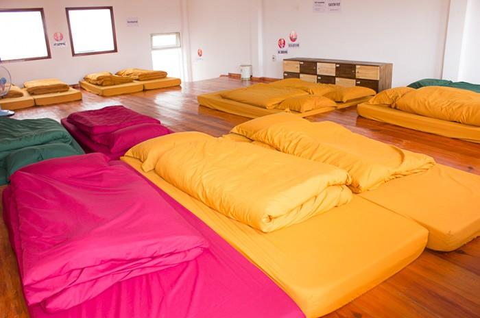 Phòng dorm sặc sỡ sắc màu ở YOLO