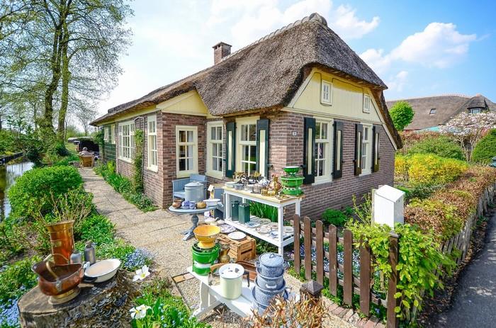 Cận cảnh vẻ xinh đẹp của một ngôi nhà trong làng Giethoorn