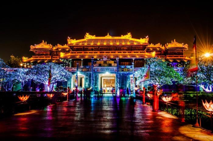 Festival Huế rực rỡ ánh đèn về đêm