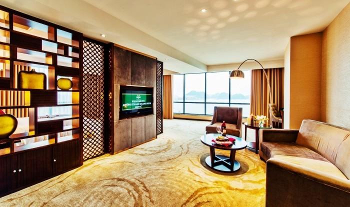 Góc phòng khách ấm cúng, thân thiện ở khách sạn Mường Thanh Quảng Ninh
