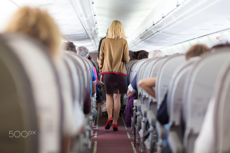 Vận động nhẹ nhàng sẽ giúp chuyến bay thêm thoái mái