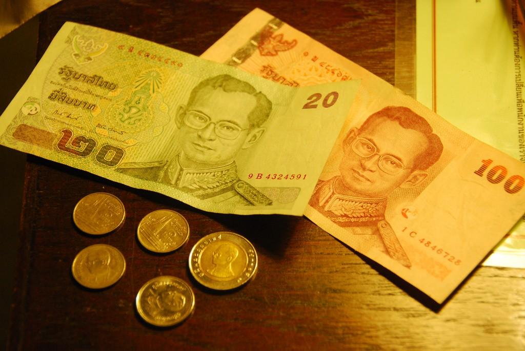 Du khách tuyệt đối không được giẫm lên tiền khi đến Thái Lan
