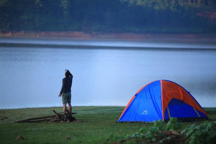 Bạn nên mang theo lều, nghỉ lại một đêm để thực sự hòa mình với thiên nhiên, trải qua những cảm giác mà người thành phố khó có thể cảm nhận được.