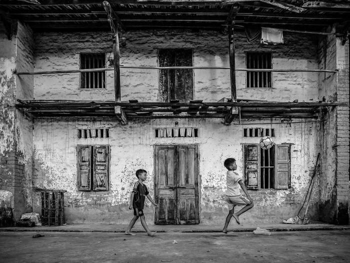 Nhà trình tường ở xứ Lạng có rất nhiều cửa đối xứng